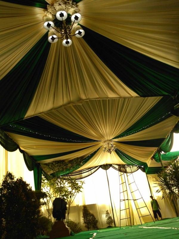 Tenda Draperi Hijau